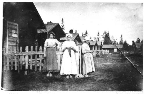 Bojäntor. Från vänster: Hilda Sjölander, Kajsa Norell och en kvinna med namnet Jana
