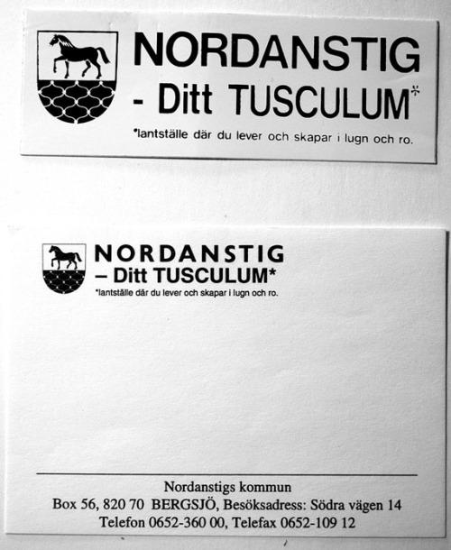 Kommunal klisterdekal och telefonnoteringslapp från Nordanstigs Tusculum-tid